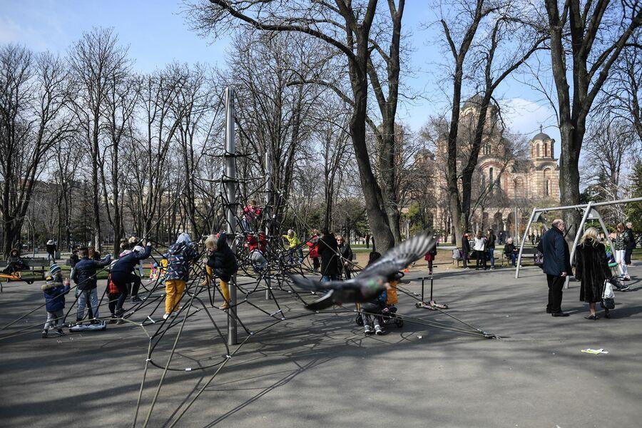Парк с детской площадкой рядом с Телецентром