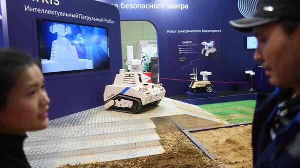 Интеллектуальный патрульный робот Atris и робот для контроля электросетей Embot на международной выставке Securika Moscow в Москве