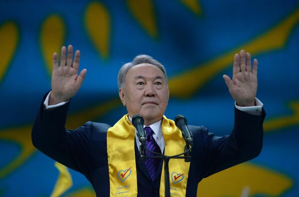 Нурсултан Назарбаев на праздничном концерте в Астане