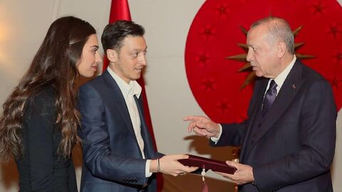 Месут Озил (слева) и президент Турции Реджеп Эрдоган