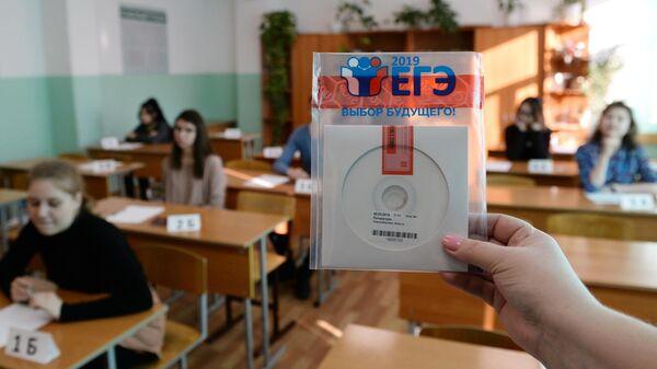 Диск с заданиями Единого государственного экзамена по литературе