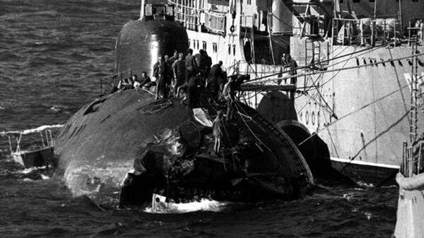 Советская подлодка К–314 после столкновения с американским авианосцем USS Kitty Hawk