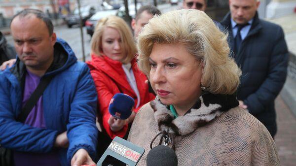 Уполномоченный по правам человека в РФ Татьяна Москалькова отвечает на вопросы журналистов у здания Верховного суда Украины