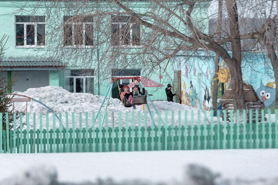 Детская площадка в поселке Трещевский