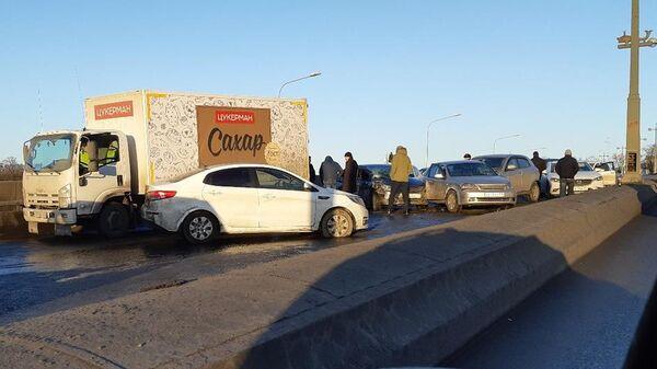 На месте массового ДТП на Ушаковском мосту в Санкт-Петербурге. 22 марта 2019
