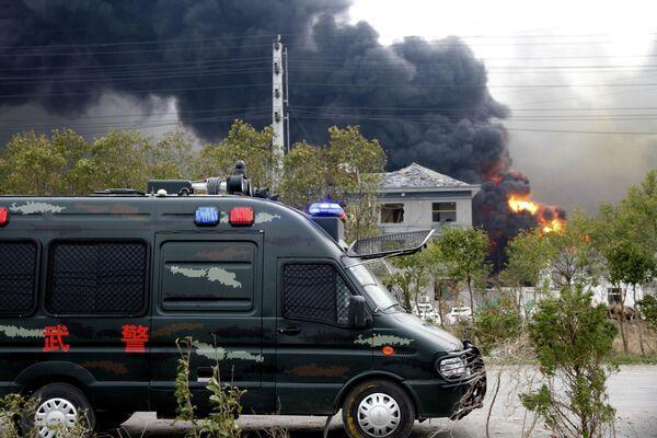 Дым и пламя после взрыва на заводе на химзаводе в китайской восточной провинции Цзянсу