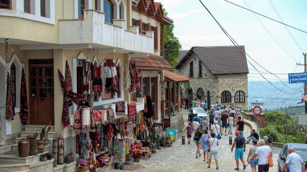 Туристы в городе Круя, Албания