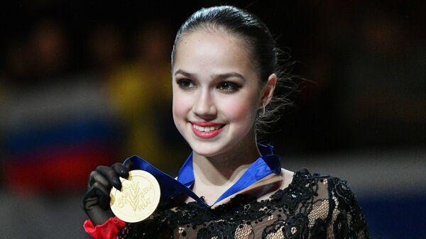Алина Загитова (Россия), завоевавшая золотую медаль в женском одиночном катании на чемпионате мира по фигурному катанию в Сайтаме