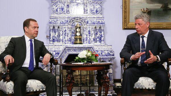 Дмитрий Медведев и кандидат в президенты Украины Юрий Бойко во время встречи в Москве