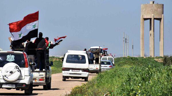 Местные жители возвращаются в освобожденные от террористов населенные пункты в провинции Хомс, Сирия