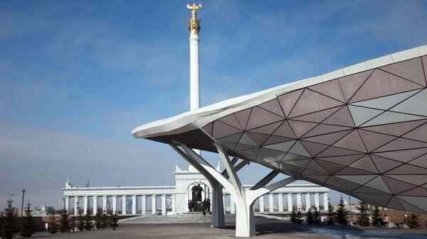 Монумент Казак Ели на площади Независимости в Нур-Султане