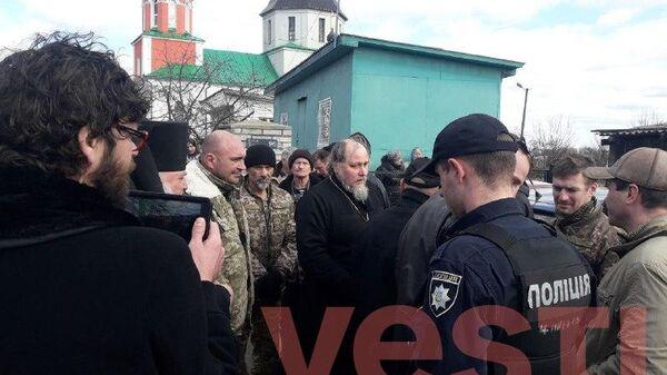 Активисты новой церкви на Украине пытаются захватить храм канонической УПЦ в Иванкове Киевской области. 23 марта 2019