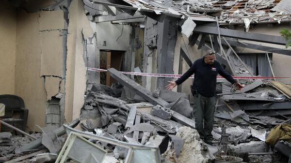 Разрушенный в результате обстрелов дом в Израиле. 25 марта 2019