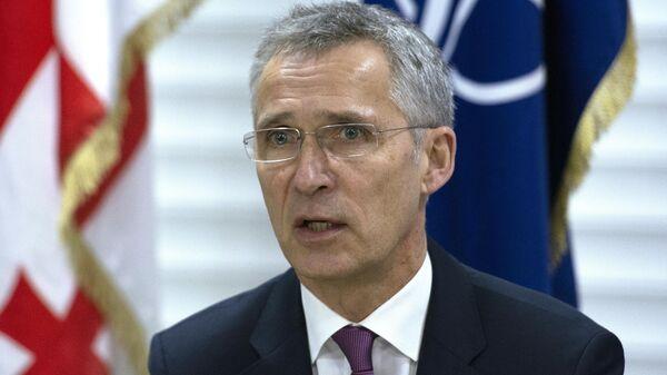 Генеральный секретарь НАТО Йенс Столтенберг во время командно-штабных учениях НАТО–Грузия в Крцаниси