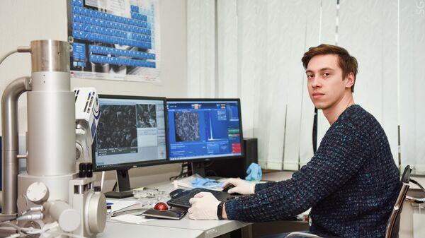 Андрей Новицкий в лаборатории НИТУ МИСиС