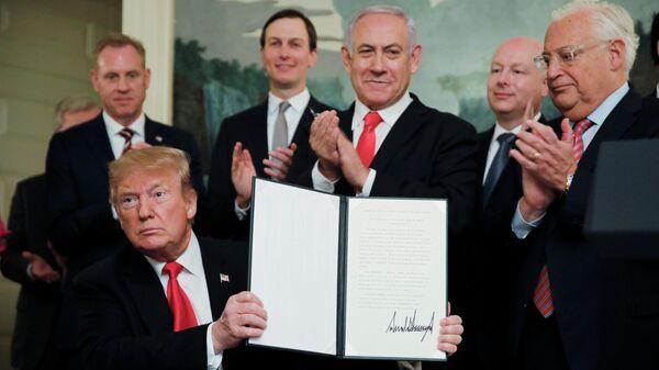 Президент США Дональд Трамп подписал документ о признании суверенитета Израиля над Голанскими высотами. 25 марта 2019
