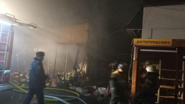 Пожар в одном из павильонов центрального рынка №2 в Махачкале, Дагестан. 25 марта 2019