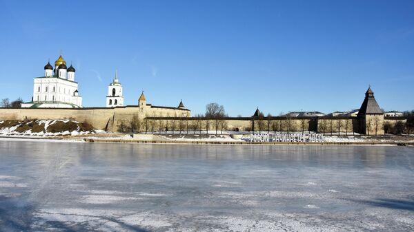 Набережная у псковского кремля