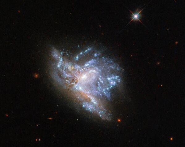 Сталкивающиеся галактики PGC 57039 и PGC 200329  в созвездии Геркулеса