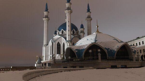 Мечеть Кул-Шариф в Казанском Кремле до и после отключения подсветки в рамках экологической акции Час Земли