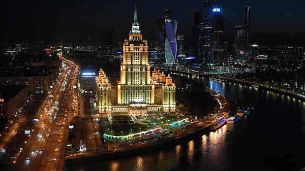 Высотное здание гостиницы Рэдиссон Ройал (бывшая гостиница Украина) на Кутузовском проспекте в Москве