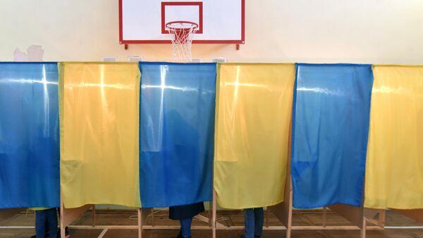 Избирательный участок во время голосования на выборах президента Украины