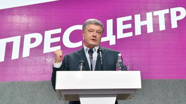 Действующий президент Украины Петр Порошенко в своем предвыборном штабе в Киеве