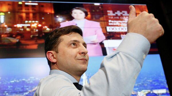 Владимир Зеленский в своем избирательном штабе в Киеве