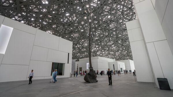 Купол Дождь света в музее Лувр Абу-Даби