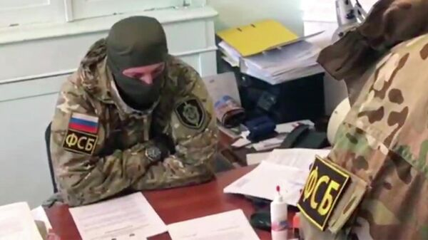 Сотрудники ФСБ во время обысков в администрации Евпатории