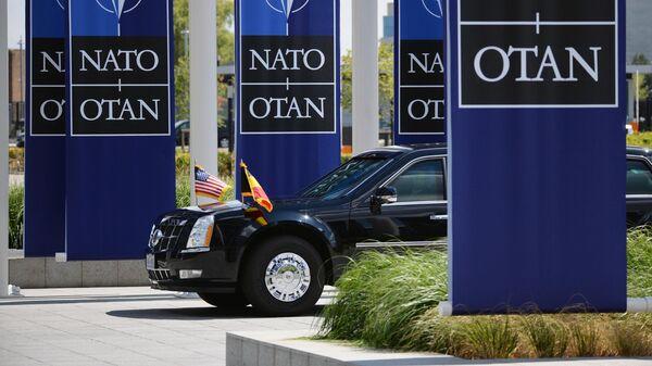 Автомобиль президента США Дональда Трампа у штаб-квартиры НАТО в Брюсселе