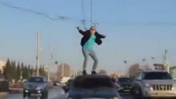 Блогера из Стерлитамака наказали за танцы на крыше движущегося автомобиля