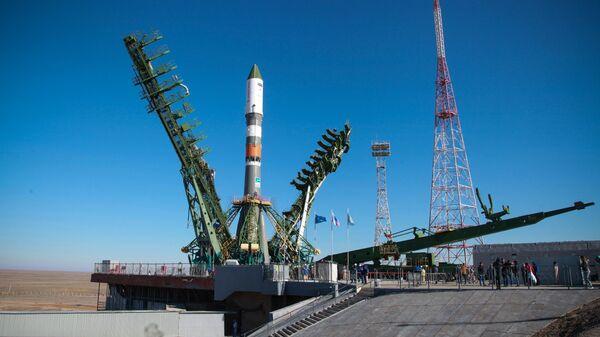 Ракета-носителя Союз-2.1а с грузовым кораблем Прогресс МС-11 перед пуском с космодрома Байконур