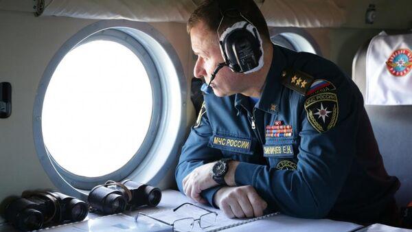 Глава МЧС России Евгений Зиничев осмотрел место схода грунта на русло реки Бурея в Хабаровском крае. 5 апреля 2019