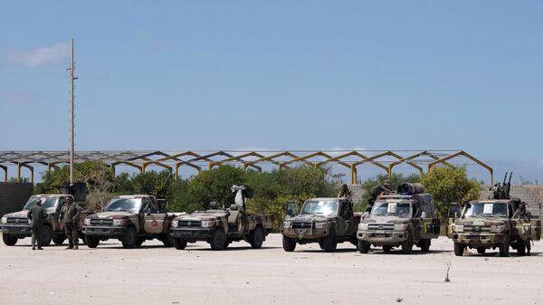 Военнослужащие Ливийской национальной армии под командованием Халифы Хафтара отправляются из Бенгази, чтобы усилить войска, наступающие на Триполи