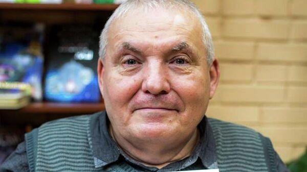 Александр Суворов является авторов книги  про невербальную ориентацию в пространстве