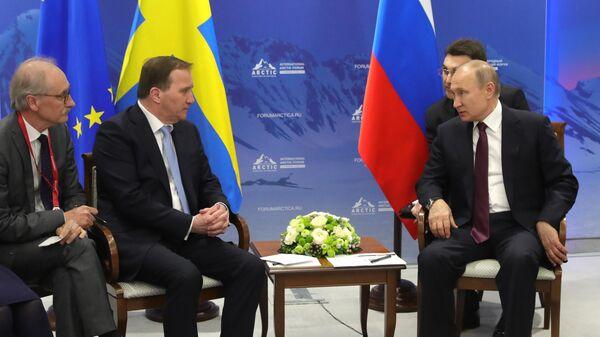 Президент РФ Владимир Путин и премьер-министр Швеции Стефан Левен во время встречи на полях V Международного арктического форума Арктика – территория диалога. 9 апреля 2019