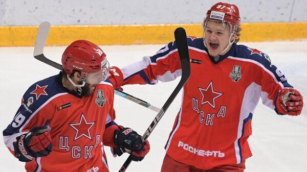 Игроки ПХК ЦСКА Линден Вей и Кирилл Капризов (слева направо)