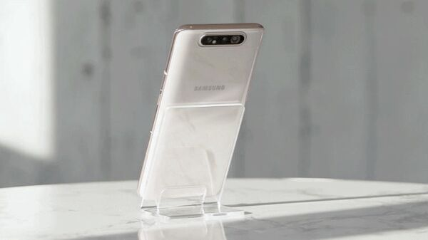 Телефон Samsung Galaxy A80 с поворотной камерой Фото