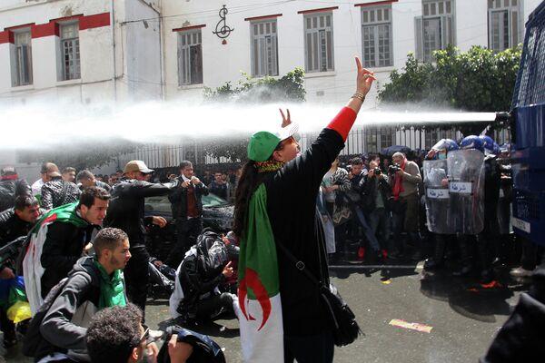 Антиправительственные демонстрации в столице Алжира
