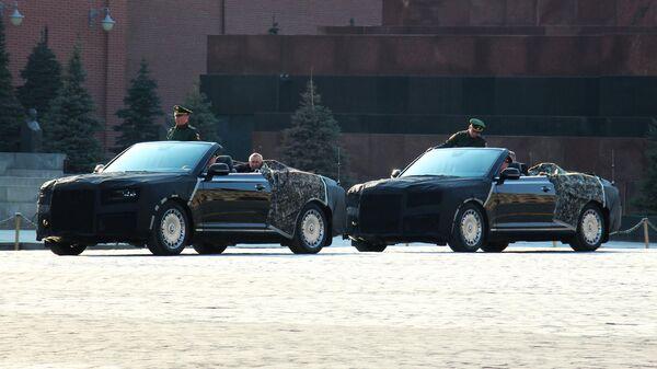 Кабриолеты Aurus проехали на Красной площади в Москве