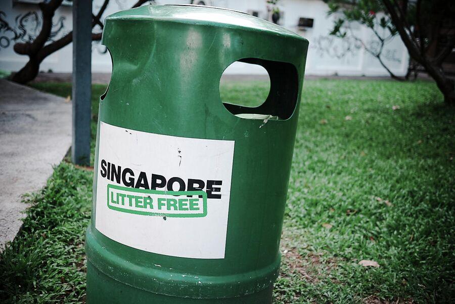 Мусорный бачок в Сингапуре