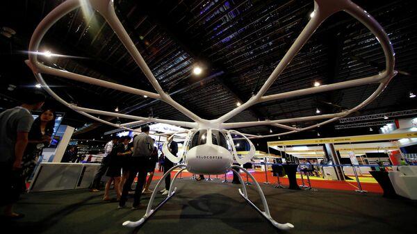 Воздушное такси немецкой компании Volocopter на выставке Rotorcraft Asia в Сингапуре