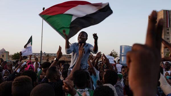 Суданская оппозиция требует создать гражданский управляющий совет