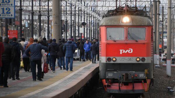 Поезд Киев-Москва прибывает на Киевский вокзал