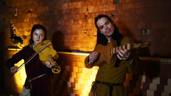 Музыканты на открытии крипты Игры престолов в Большом винном хранилище на Винзаводе