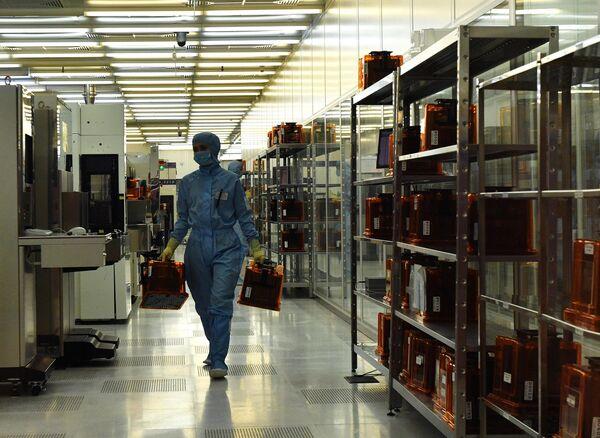 Производство микроэлектроники на заводе Микрон