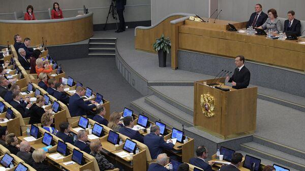 Председатель правительства РФ Дмитрий Медведев выступает в Государственной Думе РФ