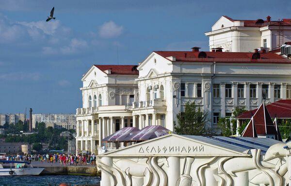Здания дельфинария и Дворца детского и юношеского творчества в Севастополе