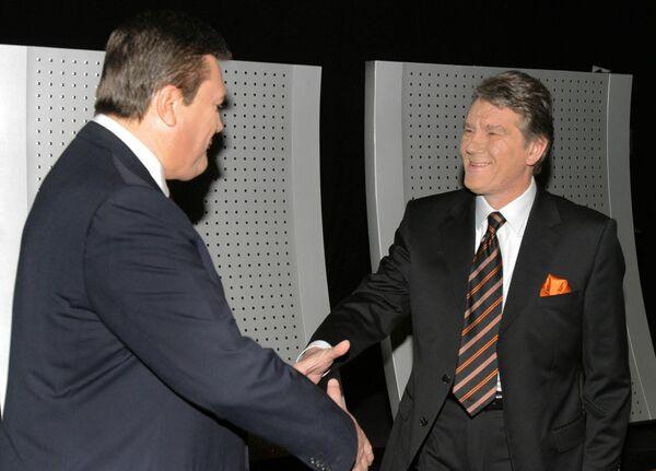 Дебаты кандидатов в президенты Украины Виктора Ющенко и Виктора Януковича в Киеве. 15 ноября 2004 года